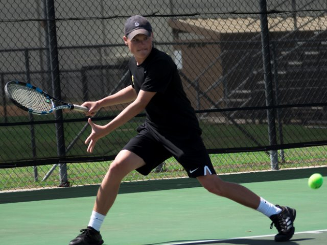 Broken hand delays start of season for Tiger tennis player