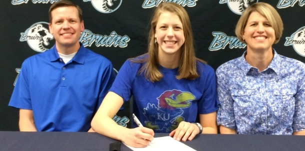 Bruin Swimmer Haley Downey Signs Letter of Intent with Kansas!