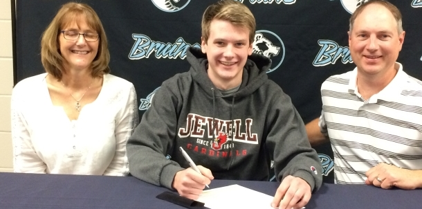 Bruin Swimmer Aaron Stanek Signs Letter of Intent to Swim at William Jewell!