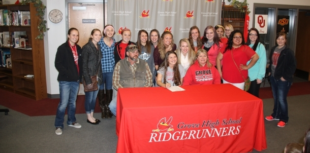 Morgan Wooten with team after signing with RSU