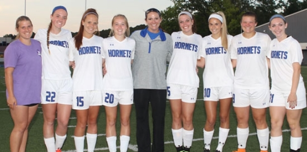 Lady Hornets close out undefeated regular season