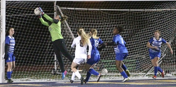 Second-half goal lifts Belles in battle with Lady Hornets