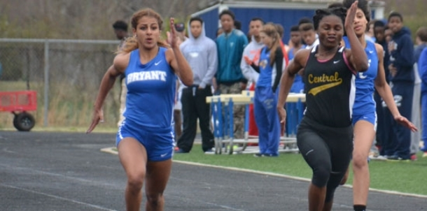 Lady Hornets put the 'team' in team title at Hornet Relays