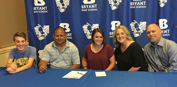 Jaramillo comes around on the idea of college softball, signs with Bossier