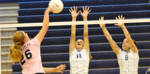 Lady Hornets show improvement against veteran Heritage team