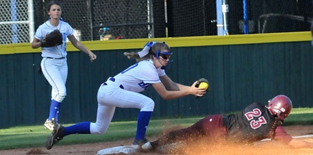 Benton, Bryant tune up for respective State softball tourneys