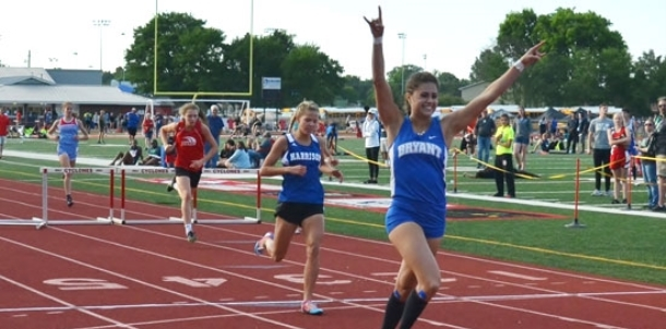 Hood finishes senior season unbeaten in 300 hurdles with Meet of Champs performance