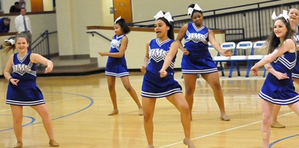 Bryant Middle School cheer, dance at halftime