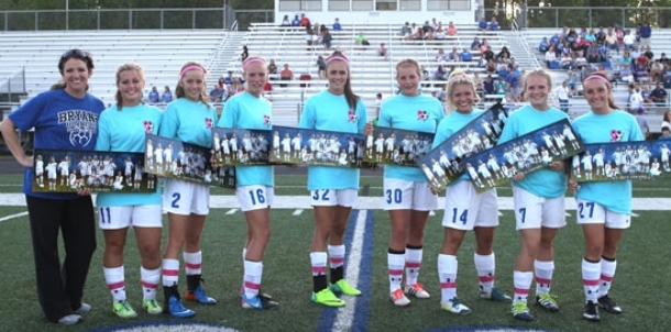Seniors shine in Lady Hornets' final home match