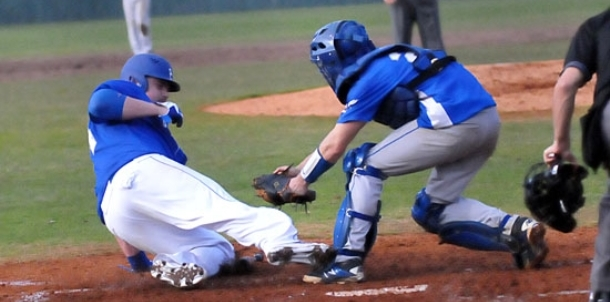 Hornets win pitchers' duel with Star City