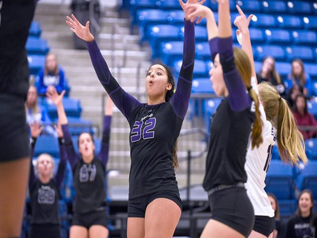 Fayetteville sweeps Bryant to opener defense of 7A state title