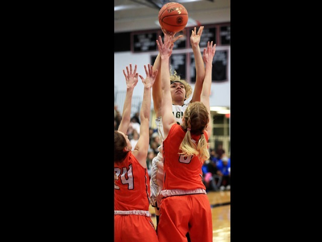 Holland's 39 leads No. 3 Licking to 72-50 win over No. 8 NMCC in Class 3 Sectionals