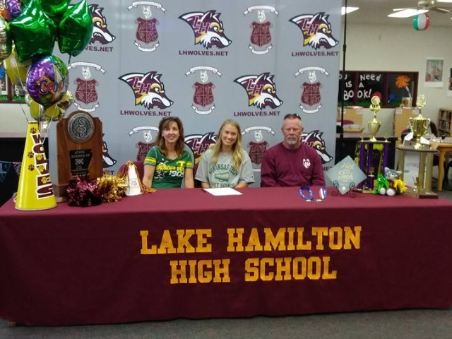 Image for article titled Darby Dunn signs to cheer at Arkansas Tech University
