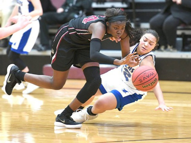 Davis leads Lady Bulldogs to tournament win