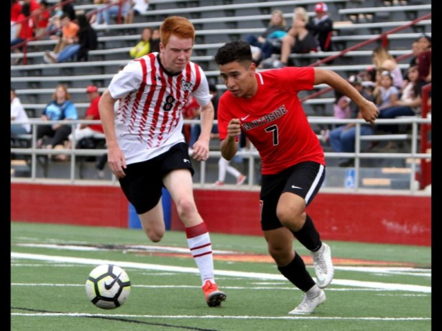 Red-hot Grizzlies win on Senior Night