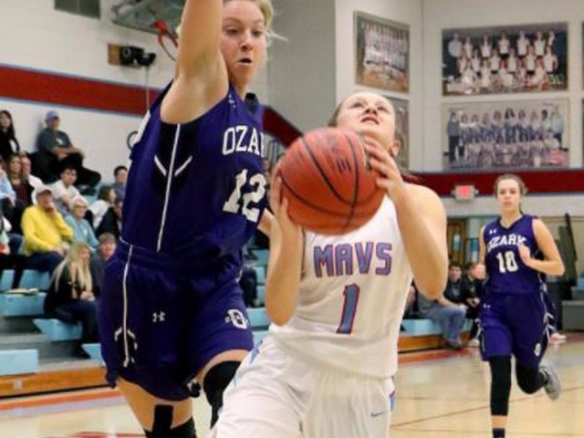 Ladd's big first half carries Ozark past Southside