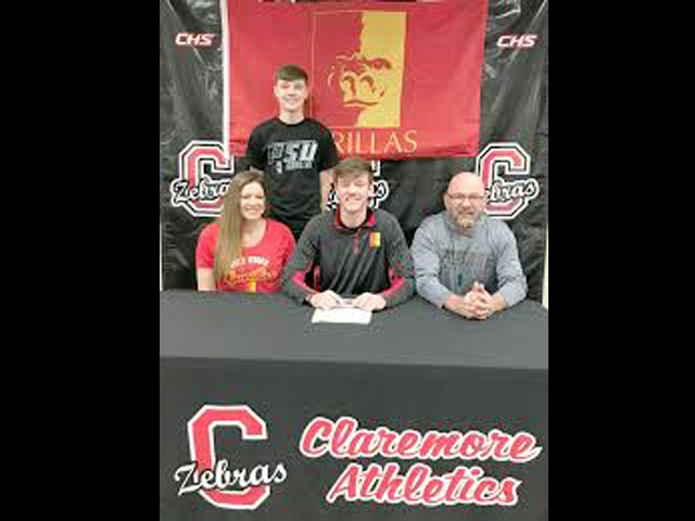 Hartloff signs with Pitt State