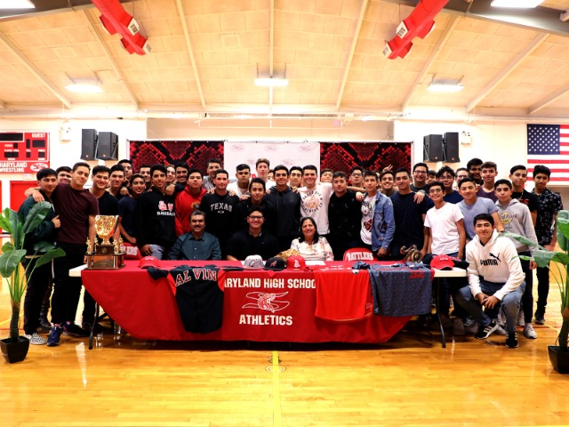 Martin Vazquez Signs with Alvin