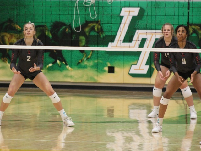 Liberty Volleyball Team Extends Long Winning Streak