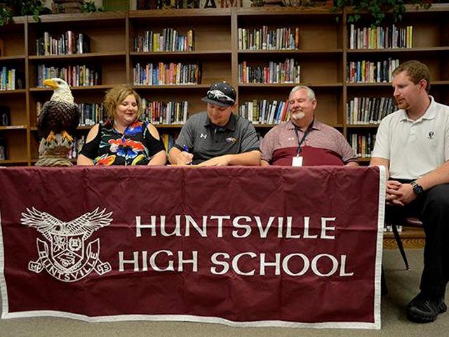 Huntsville's Garrett commits to Crowley's Ridge