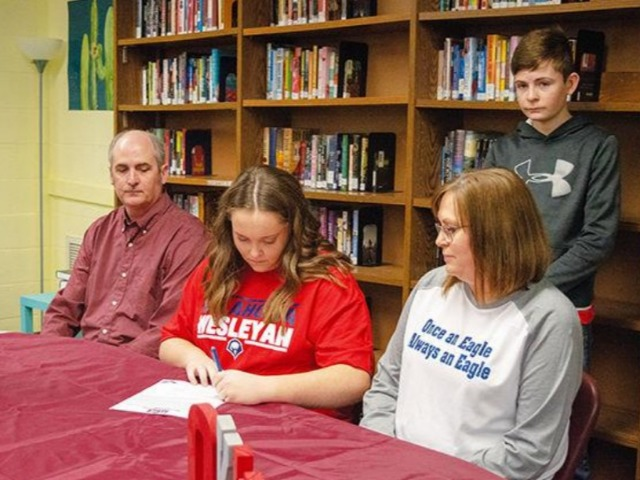 Nelle signs to play college ball