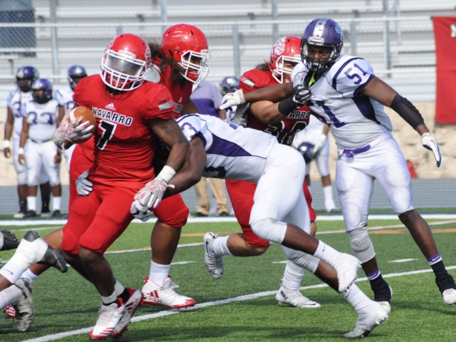 Bulldogs rack up 716 yards in 71-6 win over Arkansas Baptist