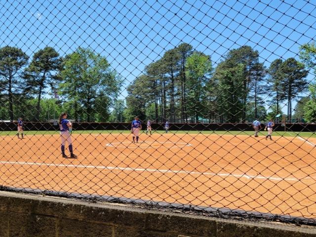 Bulldogs Softball Go 2-0 on the Day During Spring Break