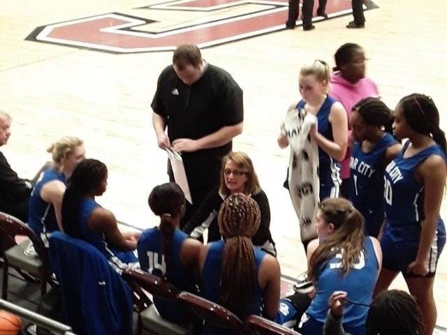 Ladydogs & Bulldogs Defeat Hamburg in 4A-8 Conference Action
