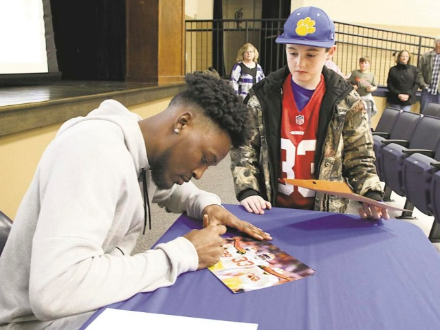 Quitman alumnus, 49ers DB Moore honored at community event