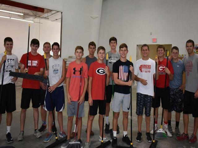 Ridgerunners Basketball Team gives back