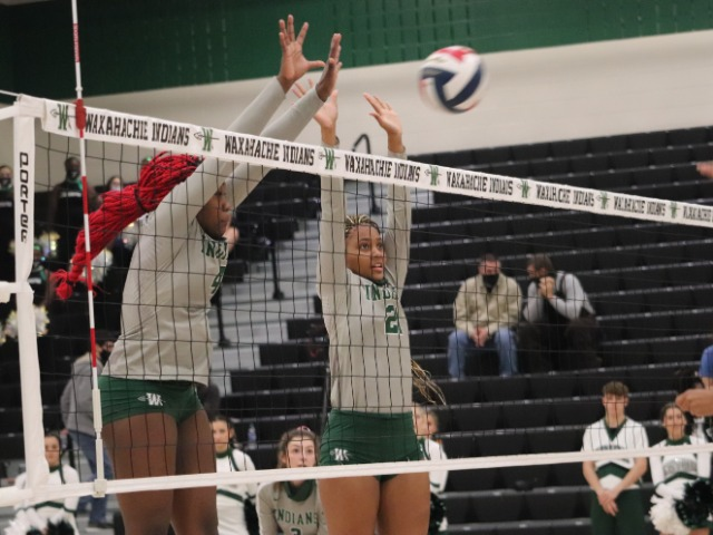Volleyball Loses to Lake Ridge in Five