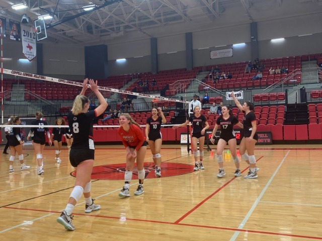 Coppell bounces back after a first set loss against Hebron