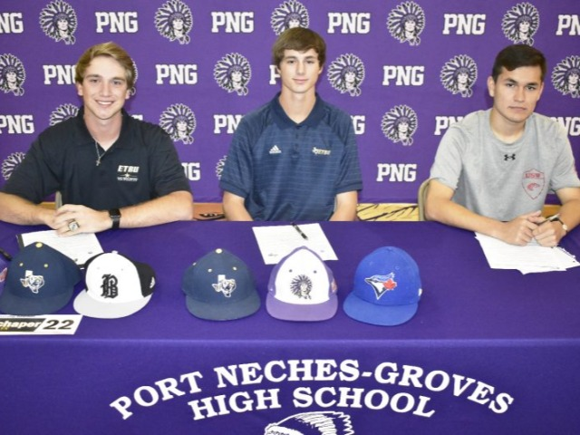 Three PNG seniors sign letters