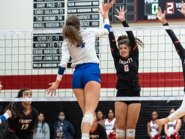 Lady Roos Win in Five Over Trinity