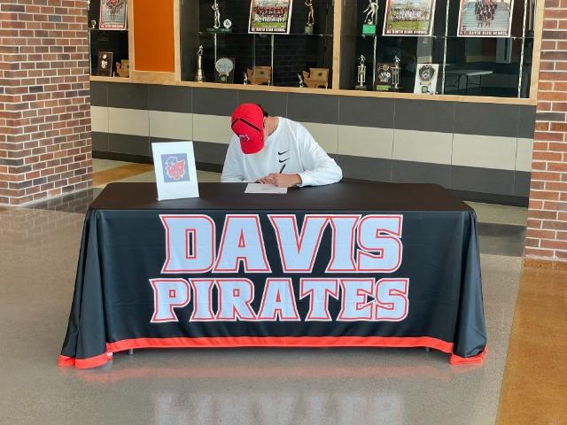 Charles Gargus signs to play baseball at Linfield University