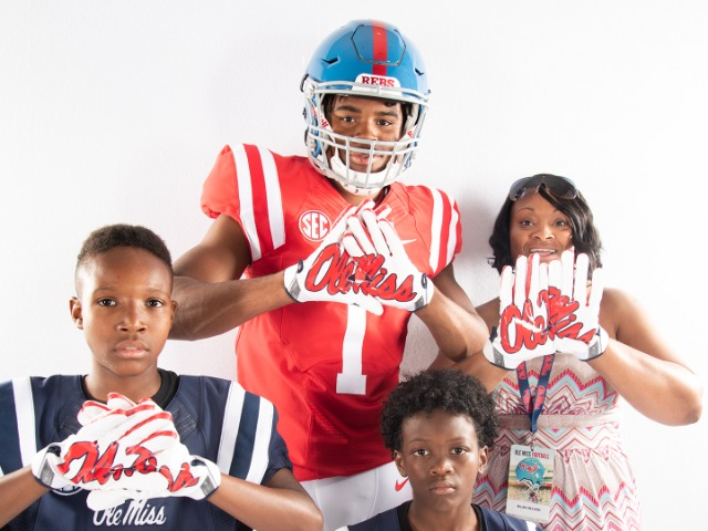 Wide Receiver Jadon Jackson Signs With Ole Miss