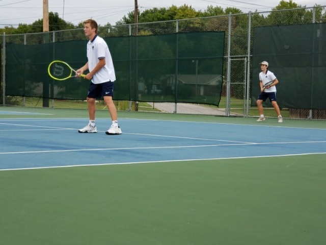 Tennis defeats Farmington in final matches of the season