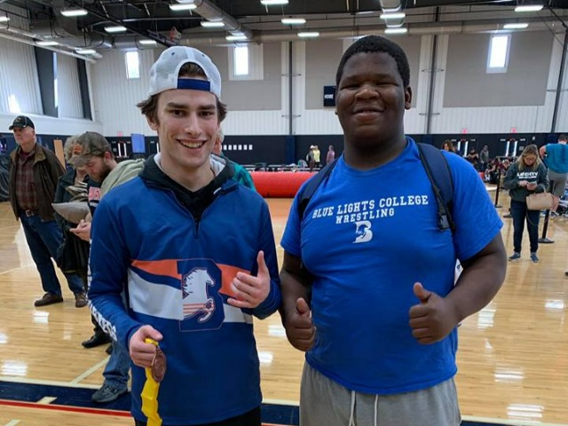 Perentis, Everett Qualify for Wrestling Nationals