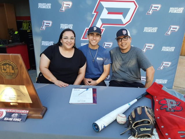 Image for  Gomez signs his letter of intent with Dallas Christian
