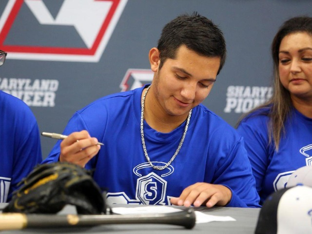 Image for PIONEER'S NUÑEZ SIGNS WITH OLLU BASEBALL