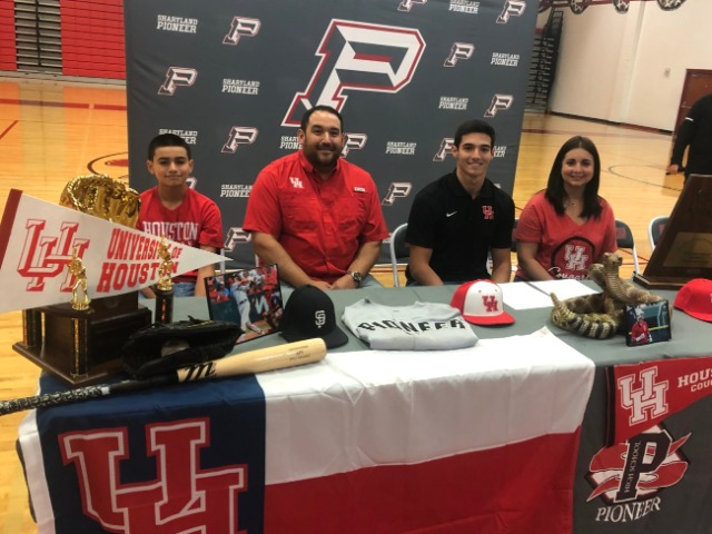 Image for Pioneer's Evan Maldonado signs with University of Houston