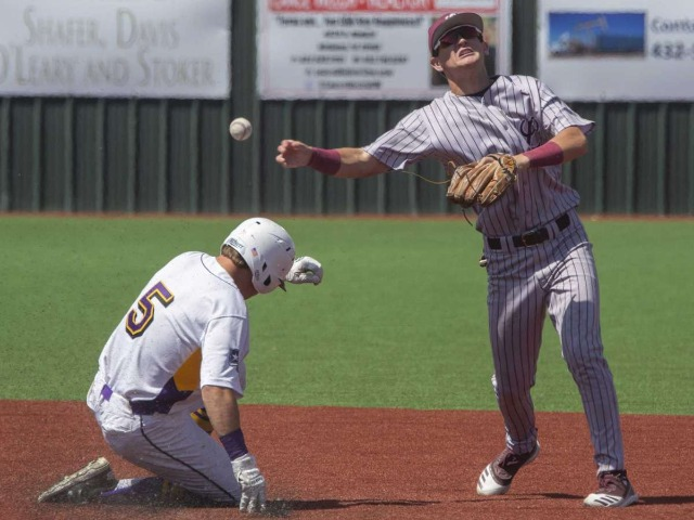Image for HS BASEBALL: Lee sweeps MHS behind crooked innings