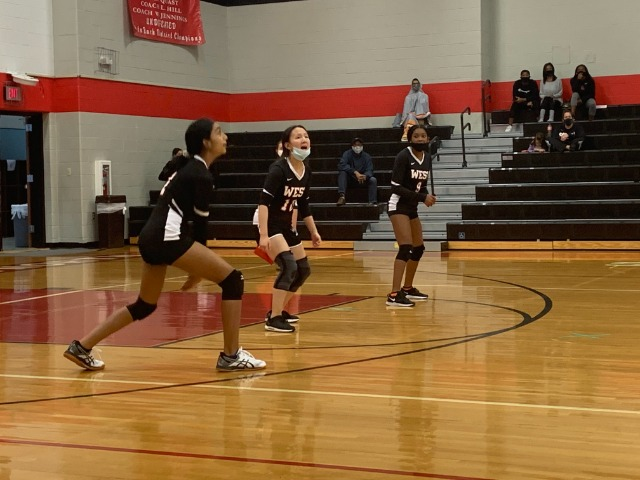 West 8th Grade Volleyball Tops the Mountain before the Cougars