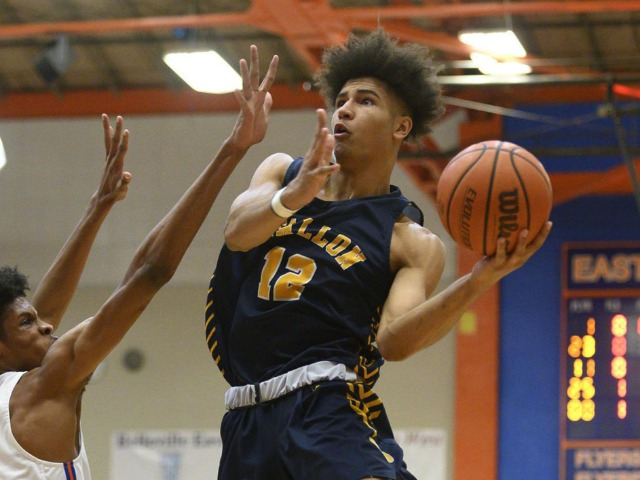 Image for O'Fallon uses defensive stand to knock off East St. Louis in SWC showdown