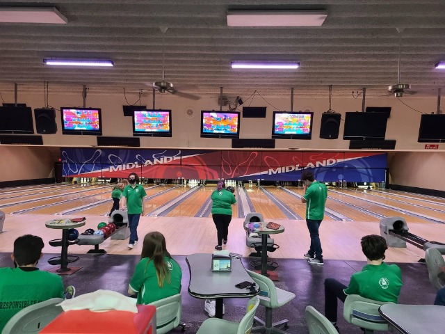 Image for Pointer Bowling team is Rolling