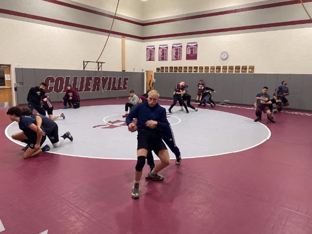 Collierville Men's Wrestling Takes Down Munford, Remains Undefeated In 2020-21