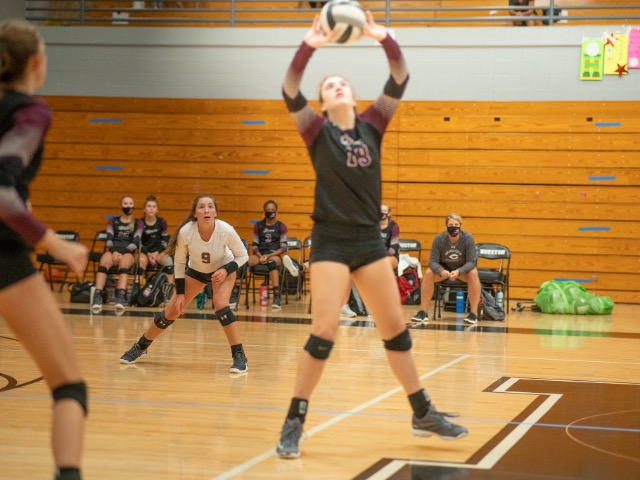 Lady Dragons Volleyball Goes 2-2 at Strong Alabama Tournament
