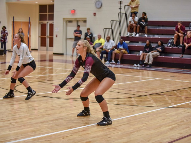 Volleyball defeats Germantown 3-0 to open district tournament play