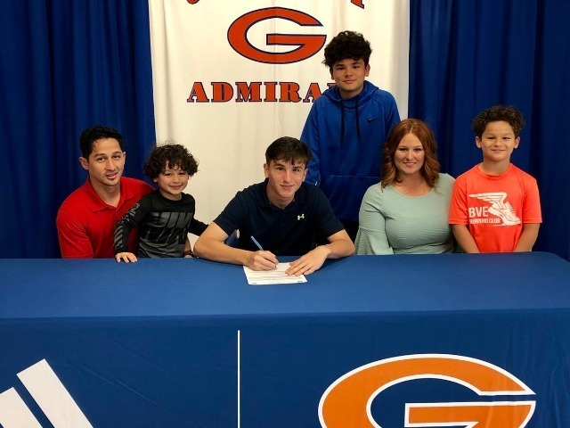 Miguel Hernandez signs with Pearl River Community College