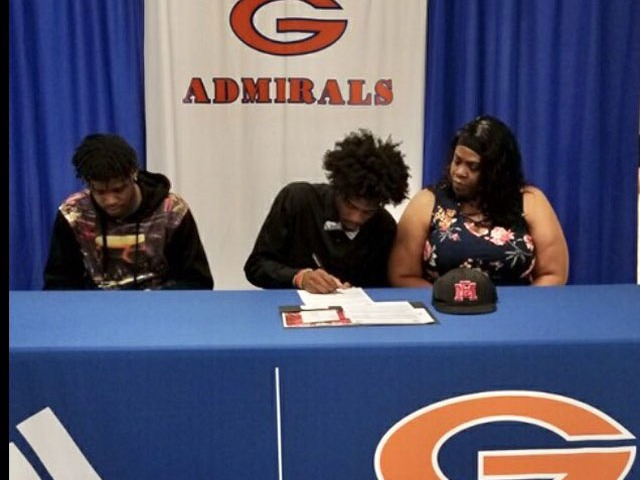 Deshun Shields! Deshun signed a LOI with East Mississippi CC.